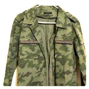 La hearts womens hooded camo shirt jacket